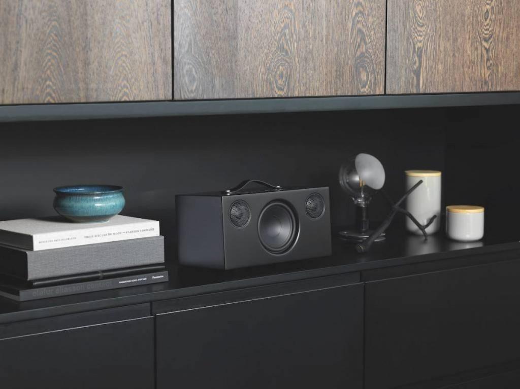Audio Pro Addon C10 op kast